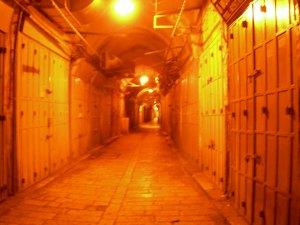 Una delle vie della Gerusalemme vecchia di notte